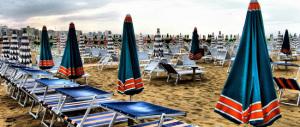 Sul web impazza il tam tam del caro-ombrellone: la Sardegna la più costosa