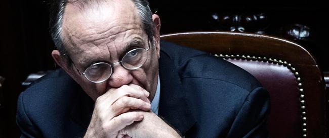 L'allarme di Padoan: presto per tirare un bilancio sugli 80 euro. Ma minaccia di tagliare le detrazioni dal 2015