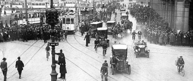 Cento anni fa, a Cleveland, il primo semaforo. In Italia fece la sua comparsa nel 1925 in piazza Duomo