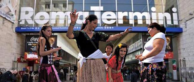 A Termini un racket in mano ai rom. Ogni giorno in 100 tengono in ostaggio la Stazione. Il 40% sono minori