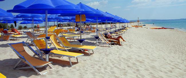 Spiagge deserte e bagnini con la felpa: i gestori dei lidi fanno i conti con l'estate anomala
