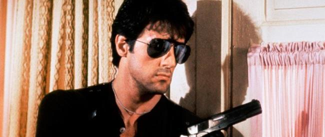 Rambo a Milano, 2 albanesi offendono la mamma: lui li insegue col Kalashnikov
