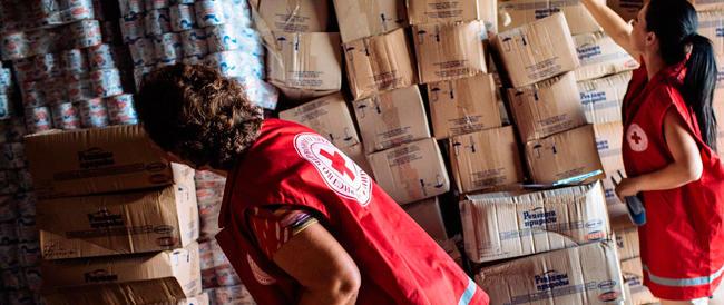 Ucraina, Mosca invierà un altro convoglio di aiuti umanitari. Faccia a faccia Putin-Poroshenko a Minsk?