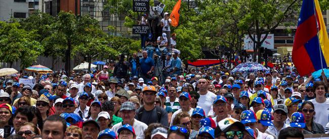 Venezuela al collasso, l'opposizione anticomunista torna in piazza