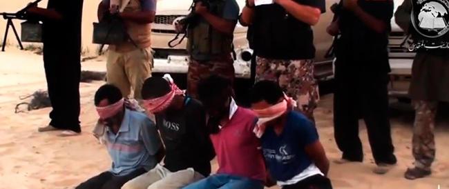 Nuovo orrore sul web, un video-shock dei jihadisti: quattro persone decapitate con un coltello
