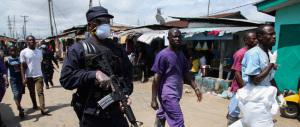 Morto in Nigeria il medico che curò il primo contagiato dal virus ebola. Un caso sospetto in California
