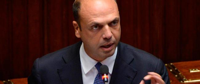 Terrorismo, Alfano lancia l'allarme alla Camera: «L'Italia è nel mirino dell'Isis»