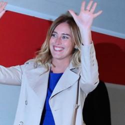 """Ridicolo: arriva la canzone per la """"ministra"""" Boschi. L'ha scritta il paroliere di Iglesias"""