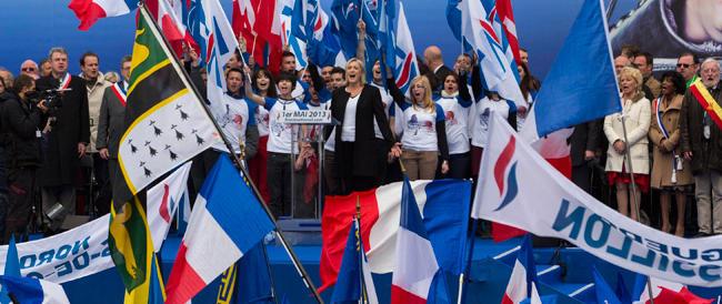Marine Le Pen trionfa in tutti i sondaggi, la sinistra grida allo scandalo e si copre di ridicolo