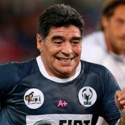 I grillini attaccano Maradona. E i legali del Pibe de Oro annunciano azioni legali