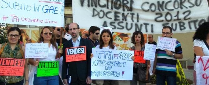 Renzi cerca applausi tra gli alunni di Palermo ma trova i precari che lo contestano