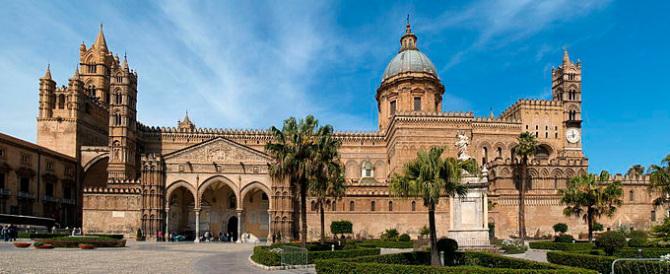 E così nella cattedrale di Palermo adesso spunta la toilette dietro all'altare