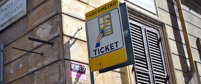 Strisce blu e Ztl più care per tutti ma non per i cittadini del Vaticano: bufera su Marino