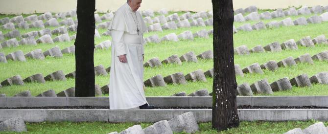 Grande guerra, il Papa a Redipuglia: «Oggi siamo in un terzo conflitto mondiale combattuto a pezzi…»