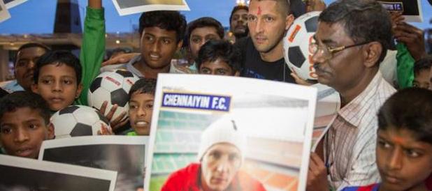 Anche Materazzi in India, dopo Del Piero. E la rete si scatena: «Calciatori avidi, se ne fregano dei marò»