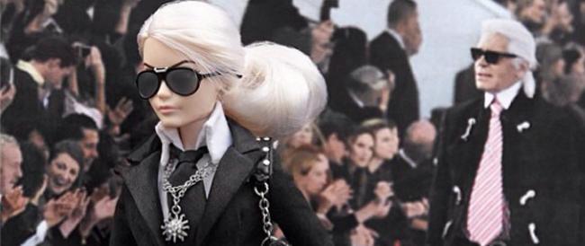 Così Barbie ha sconfitto le femministe (con l'aiuto dello stilista di Chanel, Karl Lagerfeld)