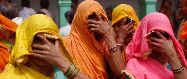 """Nella """"civile"""" India si comprano le spose vergini per 200 euro. E i """"mariti padroni"""" le schiavizzano"""