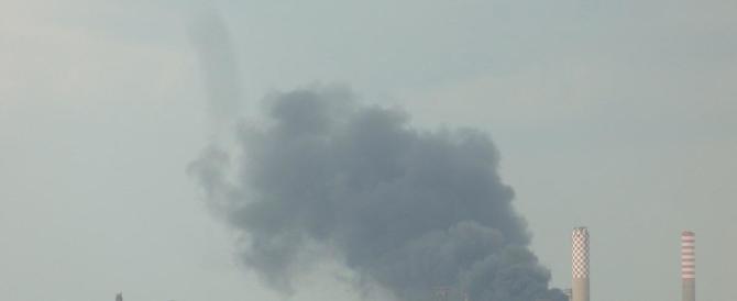 A fuoco la raffineria di Milazzo: panico e fumo