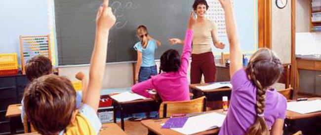 Tre classi di soli bambini italiani in una scuola elementare. Che scandalo!
