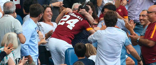 Per una domenica lo stadio regala tenerezza: il bacio di Florenzi a nonna Aurora