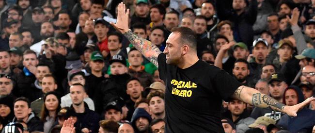 """Agli arresti Genny la carogna e altri quattro ultrà del Napoli. Contestata anche la maglia """"Speziale libero"""""""