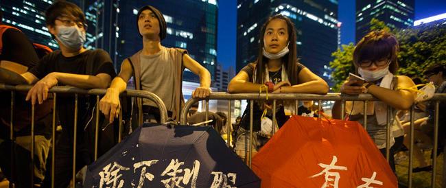 Hong Kong, Clegg convoca l'ambasciatore cinese ma Pechino ribadisce: non interferite