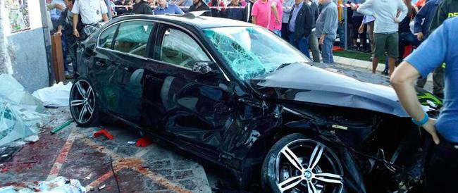 Sassano, auto sui tavolini di un bar: 4 morti. Per l'autista, forse ubriaco, l'accusa di omicidio volontario