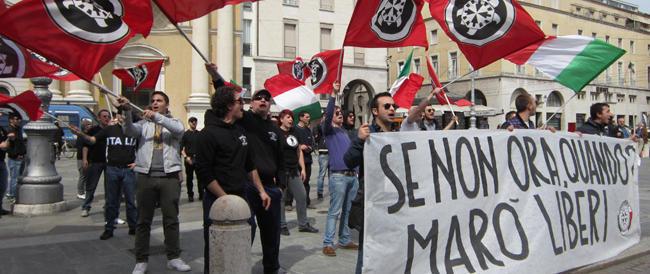 In tutta la Puglia manifesti di CasaPound per i due marò