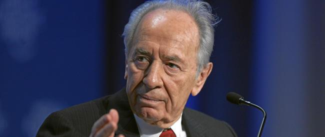 Shimon Peres privo di conoscenza: i familiari corrono al capezzale