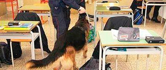 """Il """"prof Che Guevara"""" è stato sospeso: vietò alla polizia il controllo antidroga nella sua classe"""