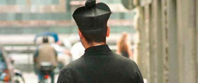 Finto prete chiedeva soldi ai turisti per entrare in chiesa: denunciato romeno