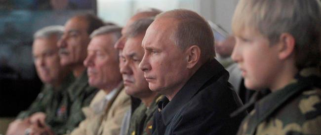 Ucraina, Putin ha già battuto la Nato e l'Unione europea. E c'è chi lo ammette (arrossendo)