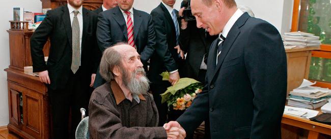 Attacco nostalgico alla memoria di Solgenitsin: «I suoi libri sui gulag frutto di fantasia…»