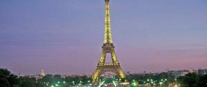 Scandali sotto la torre Eiffel: dagli armadi della sinistra esce uno scheletro dopo l'altro