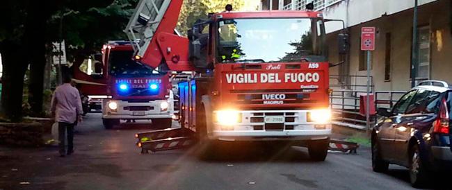 Incendio in uno stabile alla periferia est di Roma: 10 intossicati, residenti evacuati