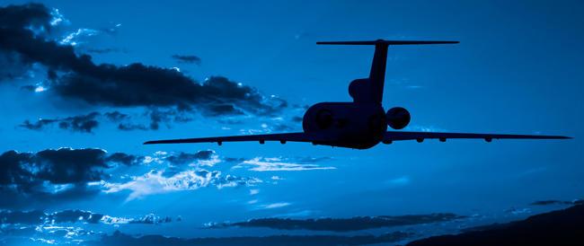 Due caccia in volo per un (falso) allarme bomba su un aereo