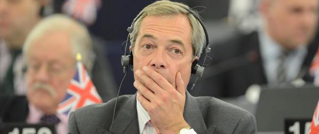 Canti contro i clandestini e sprofondi all'inferno, mentre il brano va in hit parade. Farage insegna