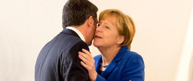 Ue, il vertice delle sviolinate. E la Merkel elogia lo scolaro Renzi: «Jobs Act passo importante»