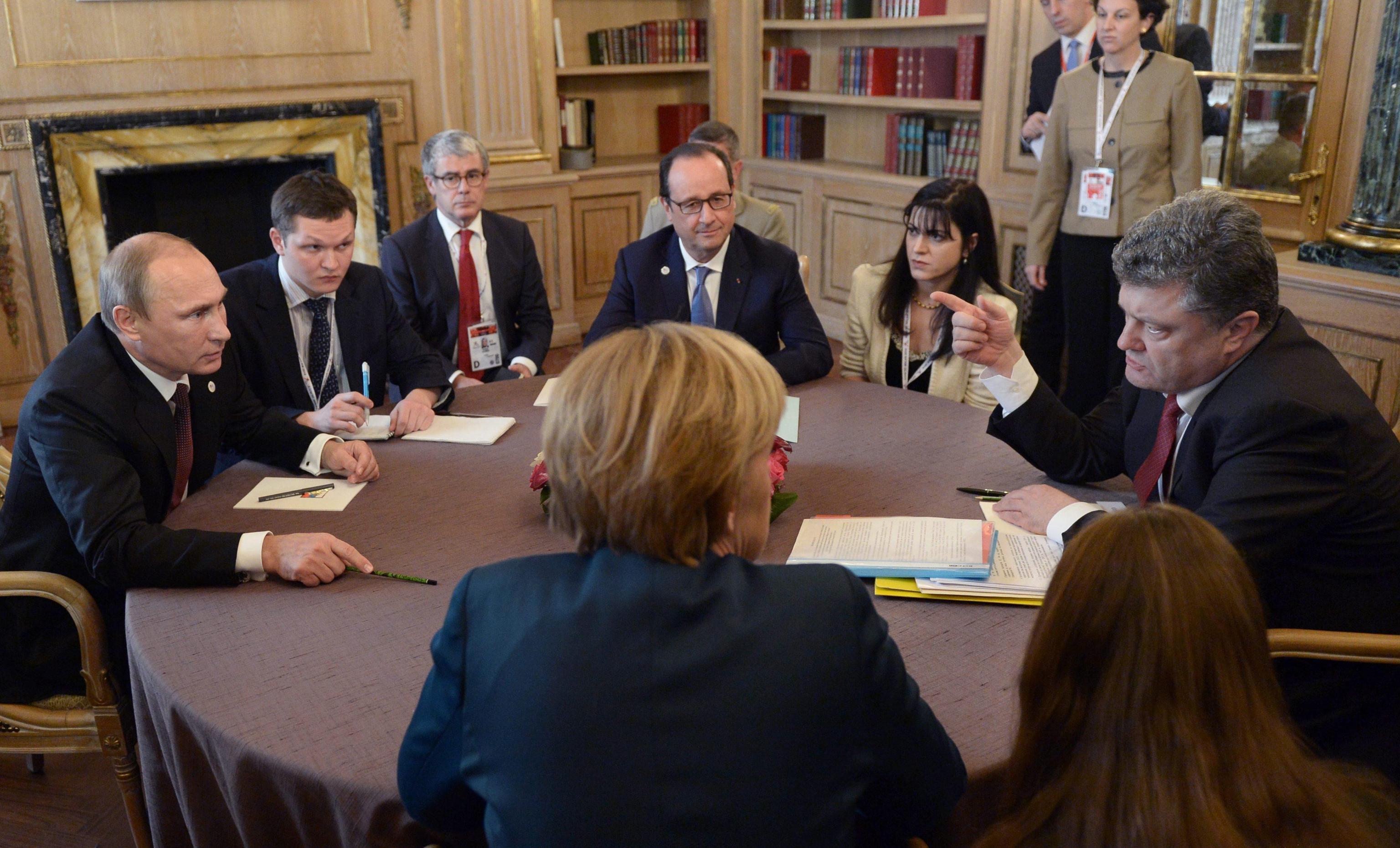 Il vertice a Milano tra Putin e Poroschenko, presenti Merkel e Hollande