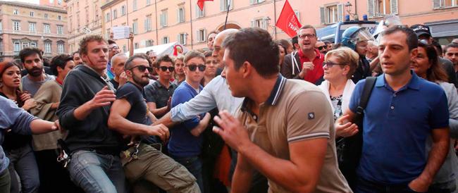 """""""Sentinelle in piedi"""", denunciati gli aggressori dei manifestanti in difesa della famiglia"""