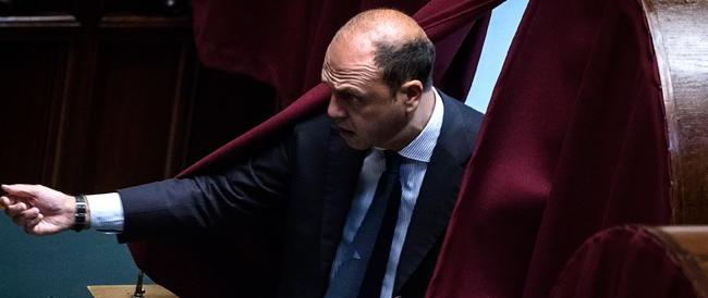 Berlusconi scarica Alfano e guarda a destra. Fratelli d'Italia e Lega: fatti, non parole