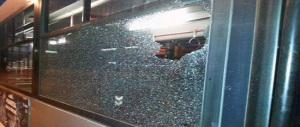 Altre risse e altro sangue sui mezzi pubblici di Roma. Gli autisti e i residenti: siamo al collasso