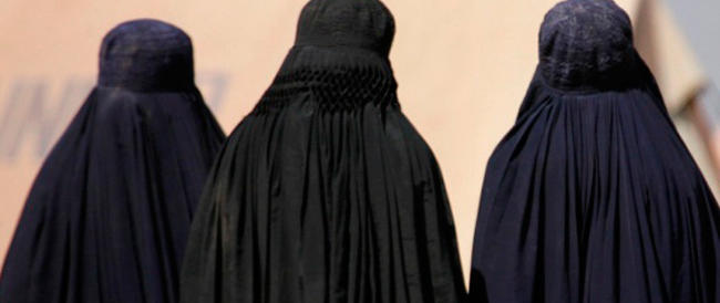 «Hai il burqa? Devi uscire dal teatro»: una donna allontanata dall'Opera di Parigi