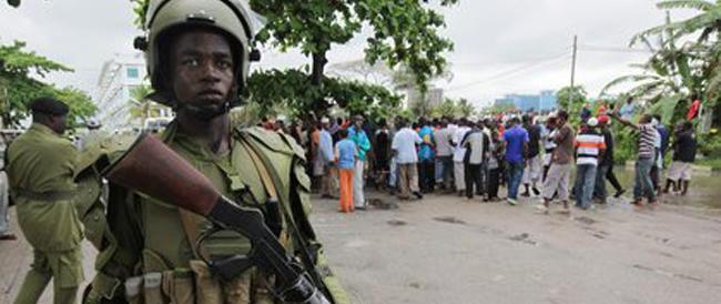 Orrore in Tanzania: li accusano di stregoneria, sette persone finiscono al rogo