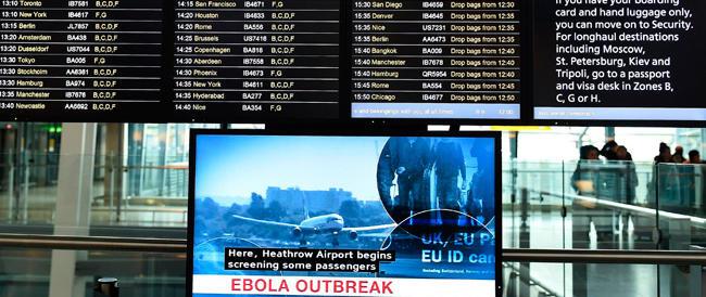 Aereo turco atterra a Fiumicino per sospetto Ebola: madre e figlia portate allo Spallanzani