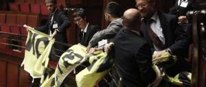 La Camera approva lo Sblocca Italia, proteste in Aula