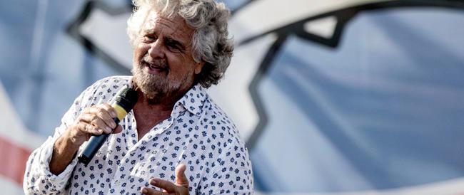 """Dopo la """"tre giorni"""" di Roma Grillo va a spalare fango nella sua Genova"""