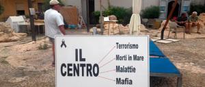 Sbarchi a raffica e Lampedusa protesta: «Vogliamo vivere di turismo, no di clandestini»