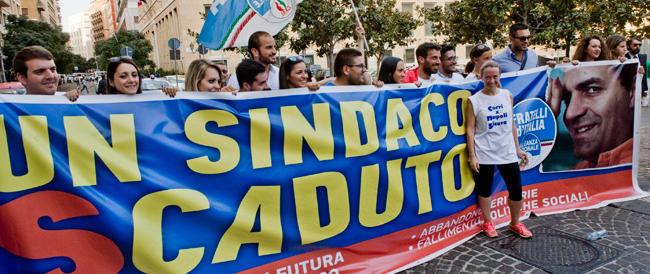 In marcia contro De Magistris per le strade di Napoli. Giorgia Meloni: «Vogliamo nuove elezioni»