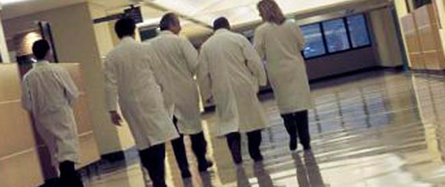 Al Policlinico di Bari come sul ring: il padre di una neonata aggredisce tre medici